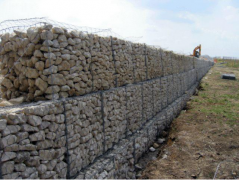 How to ensure the flexibility and permeability of the gabion box