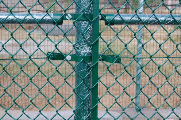 Brief discussion of the chain link fence   qunkun