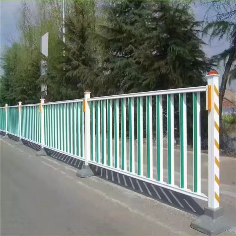 Safety protection in fence construction process | qunkun